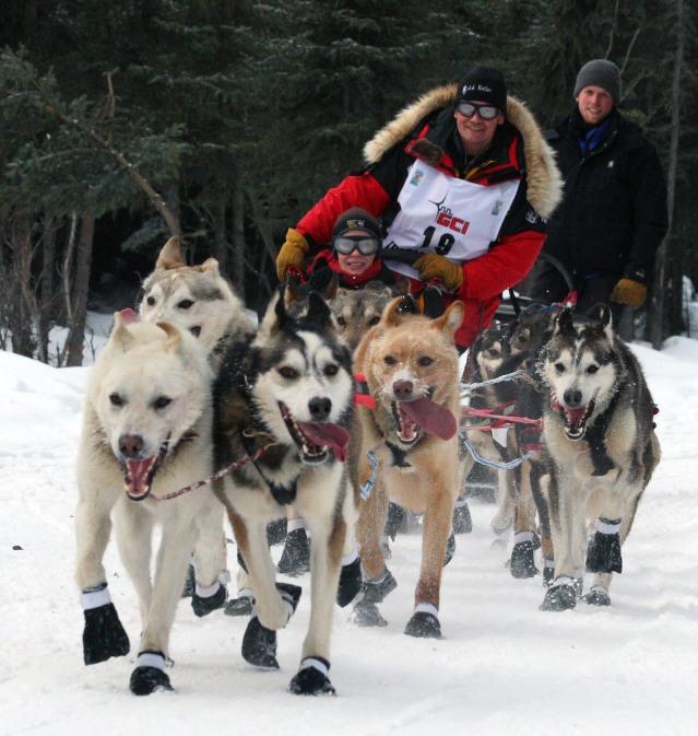 Iditarod_Ceremonial_start,_Mitch_Seaveys_team (1)