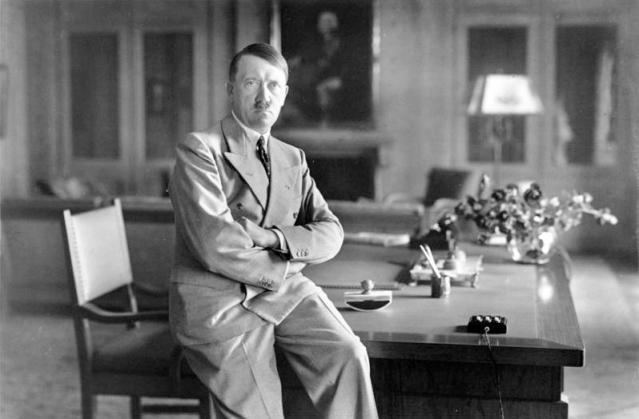 Bundesarchiv_Bild_146-1990-048-29A,_Adolf_Hitler